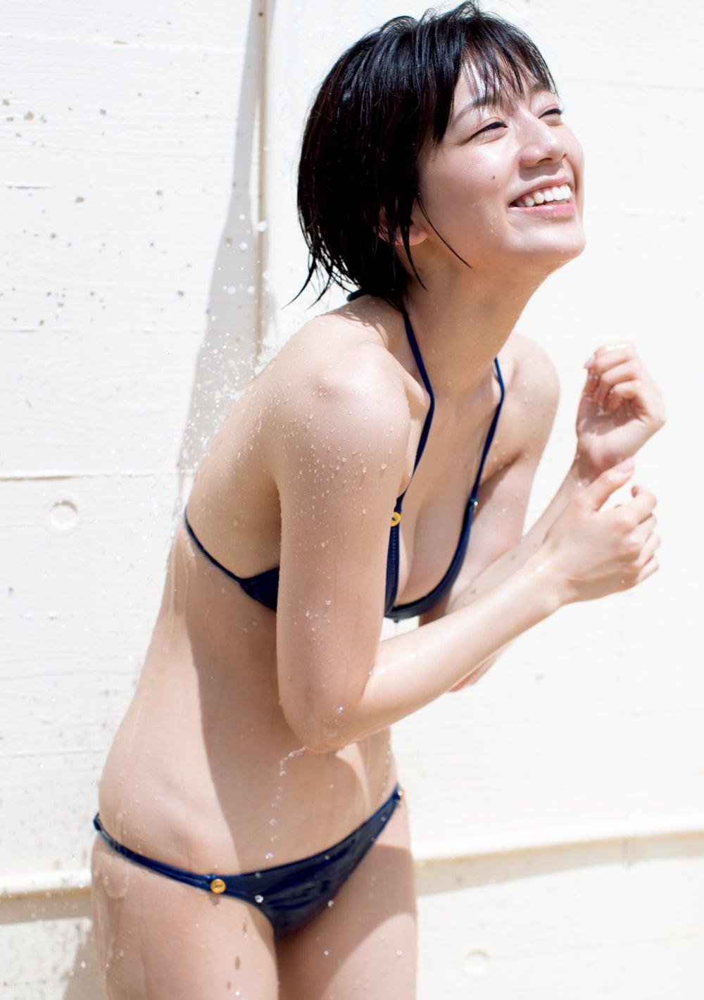 【グラビア】佐藤美希、研ぎ澄まされた極上くびれボディ披露