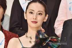 """北川景子バースデー、泉里香ら""""セーラー戦士""""が祝福 15年越…"""