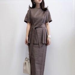 【今日の服装】上品なブラウンセットアップは小物で夏感を演出!