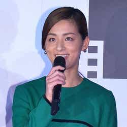 モデルプレス - 尾野真千子、結婚後初の公の場登場「幸せ」