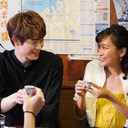 宮沢氷魚・杏/「偽装不倫」第1話より(C)日本テレビ