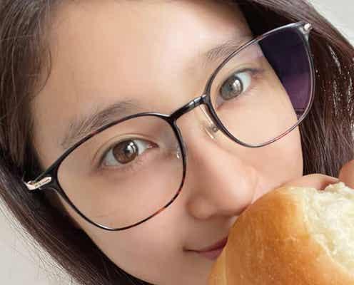 土屋太鳳、メガネ姿のナチュラルショットに「すっぴん?」「透明感すごい」