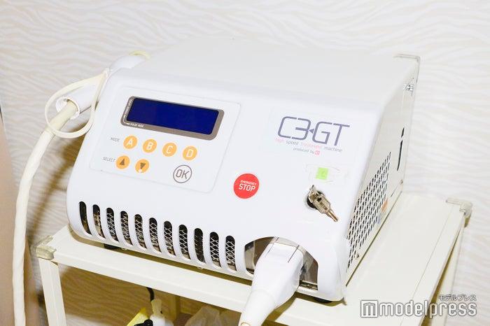 国産の脱毛マシン「ルネッサンス」の使用で超光速GTR脱毛が可能に(C)モデルプレス