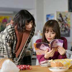太田莉菜、内田理央/「来世ではちゃんとします」第1話より(C)「来世ではちゃんとします」製作委員会