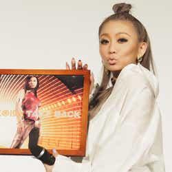 モデルプレス - 倖田來未、デビュー19年目突入でファンからのサプライズに感激 デビュー曲のレコードも登場で驚きのエピソード&当時を振り返る<イベントレポ>