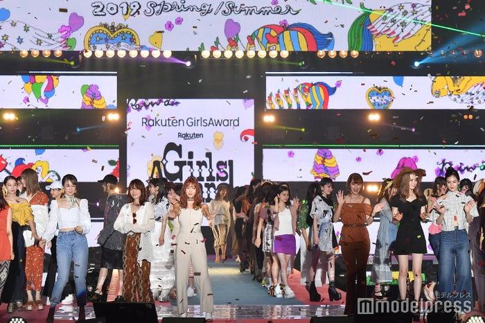 「GirlsAward」×「モデルプレス」ランウェイの模様を動画で配信<パート9>(C)モデルプレス