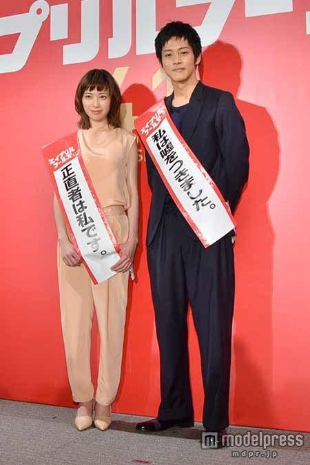映画「エイプリルフールズ」公開直前イベントに出席した(左から)戸田恵梨香、松坂桃李 (C)モデルプレス