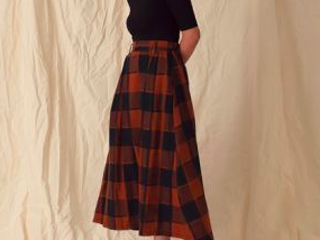 秋のトレンド《フレアスカート》で作る秋映えコーデ