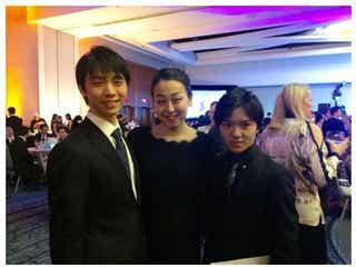 浅田真央、羽生結弦&宇野昌磨との3ショットで祝福「ゆづ君!しょうま!おめでとう!」