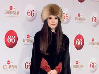 Superfly、ロシア帽&ポンチョの冬ボヘミアンが可愛い<ファッションチェック/紅白リハ初日>
