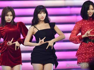 TWICE、赤×黒衣装が眩しい ナヨンとチェヨンの絡みがキュート<紅白リハ最終日>