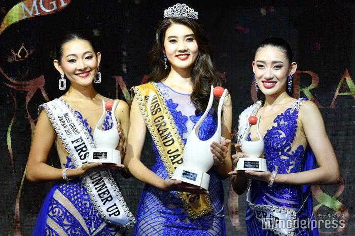 (左から)黒木莉恵さん、小田はるかさん、飛田叶美さん (C)モデルプレス
