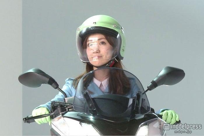 免許取得後、初のライディングを披露した大島優子