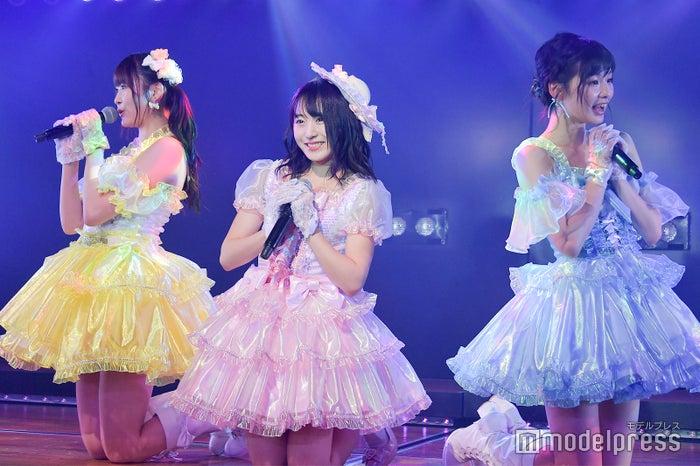 達家真姫宝、坂口渚沙、浅井七海/AKB48村山チーム4「手をつなぎながら」公演(C)モデルプレス