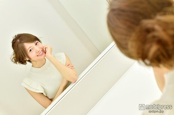 モデルプレスのインタビューに応じた白石麻衣