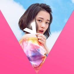 「V」初回限定版DVDジャケット/2ndTour映像収録(提供画像)