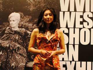 「Vivienne Westwood」シューズ回顧展、菊川怜ら各界セレブが来場