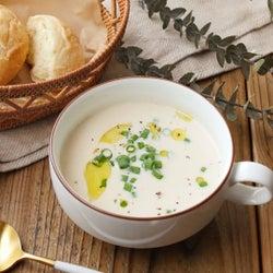 「落とし卵のミルク味噌スープ」レシピ【365日のパンとスープ】