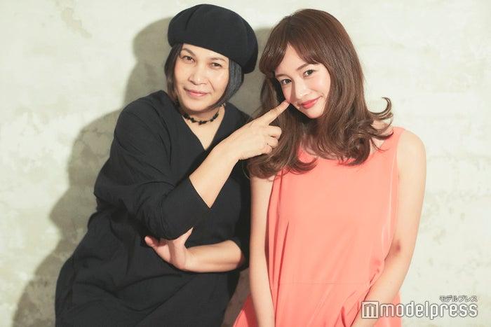 (左から)千吉良恵子、わたなべ麻衣(C)モデルプレス
