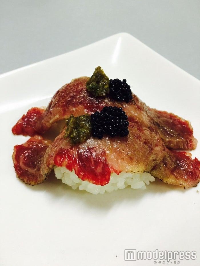しろたれ屋、メニュー:「シャトーブリアン蕗味噌肉寿司」/画像提供:プロキューブ