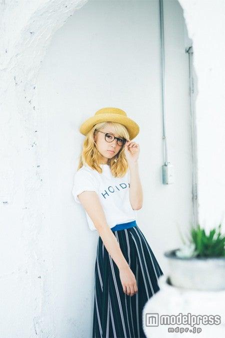 丸めがね姿で知的に魅了するDream Ami画像提供:モール・オブ・ティーヴィー)【モデルプレス】