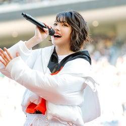 「高校サッカー選手権大会」応援歌担当・三阪咲、全国大会決勝でパフォーマンス SNSでも反響