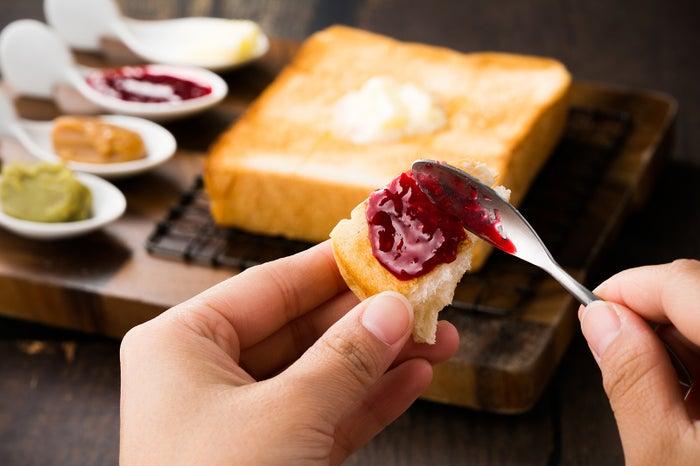 カスタマイズトースト ジャム3種+バター580円~/画像提供:ドロキア・オラシイタ