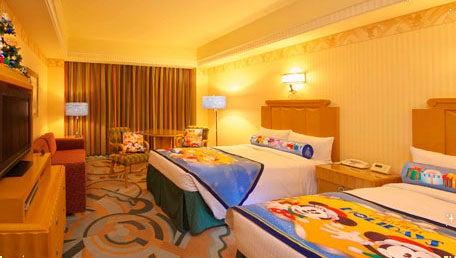 ディズニーアンバサダーホテルのクリスマスデコレーションルーム(C)Disney