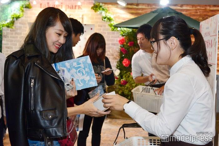 SNS投稿キャンペーン参加者にはTGC北九州オリジナルタンブラーをプレゼント (C)モデルプレス
