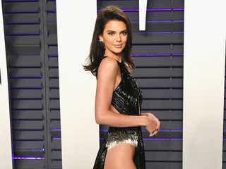 ケンダル・ジェンナー、際どいSEXYドレスで美ヒップ&美脚あらわ「アカデミー賞」アフターパーティーに登場