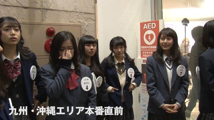 本番直前、女子高生たちは緊張MAXの表情/画像:「女子高生ミスコンFINALIST~ハレトキドキJK~」より