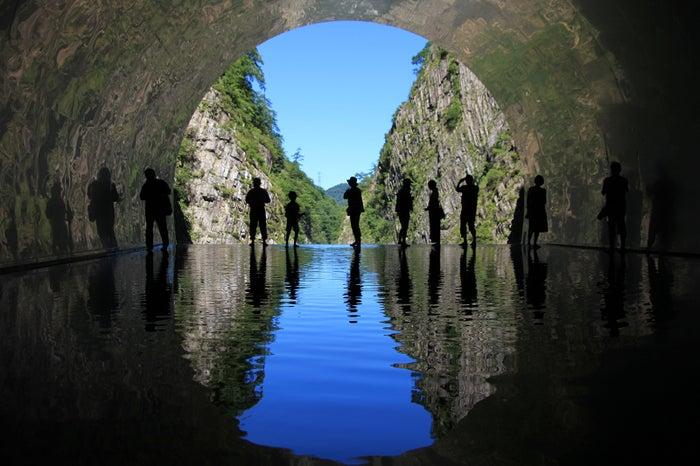 マ・ヤンソン/MADアーキテクツ「Tunnel of Light」(大地の芸術祭作品)
