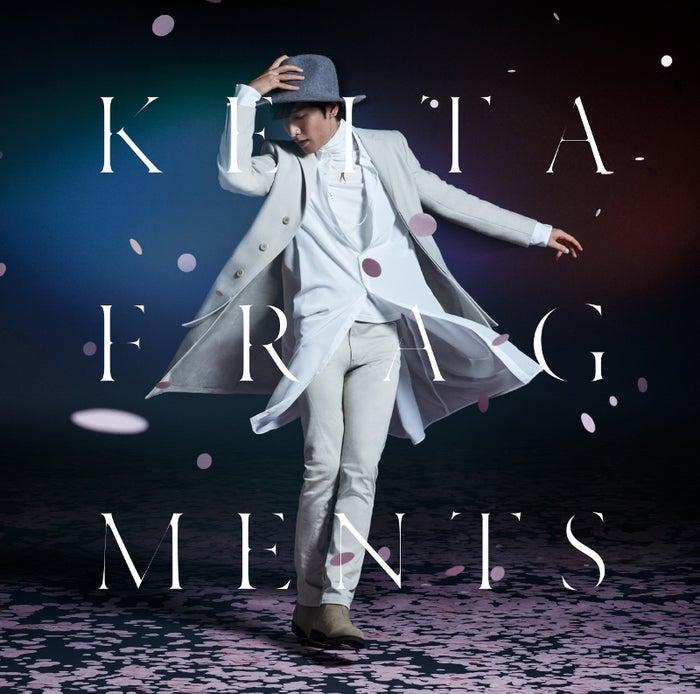 w-inds.のメインヴォーカリスト橘慶太が、12月16日に発売するソロミニアルバム「FRAGMENTS」のジャケット写真と収録曲を公開した。KEITA名義のソロデビューから2年半ぶりとなるソ...