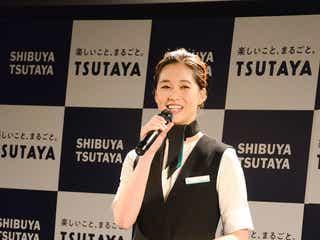 谷川りさこ、CA制服姿を披露 現役CAと美の競演