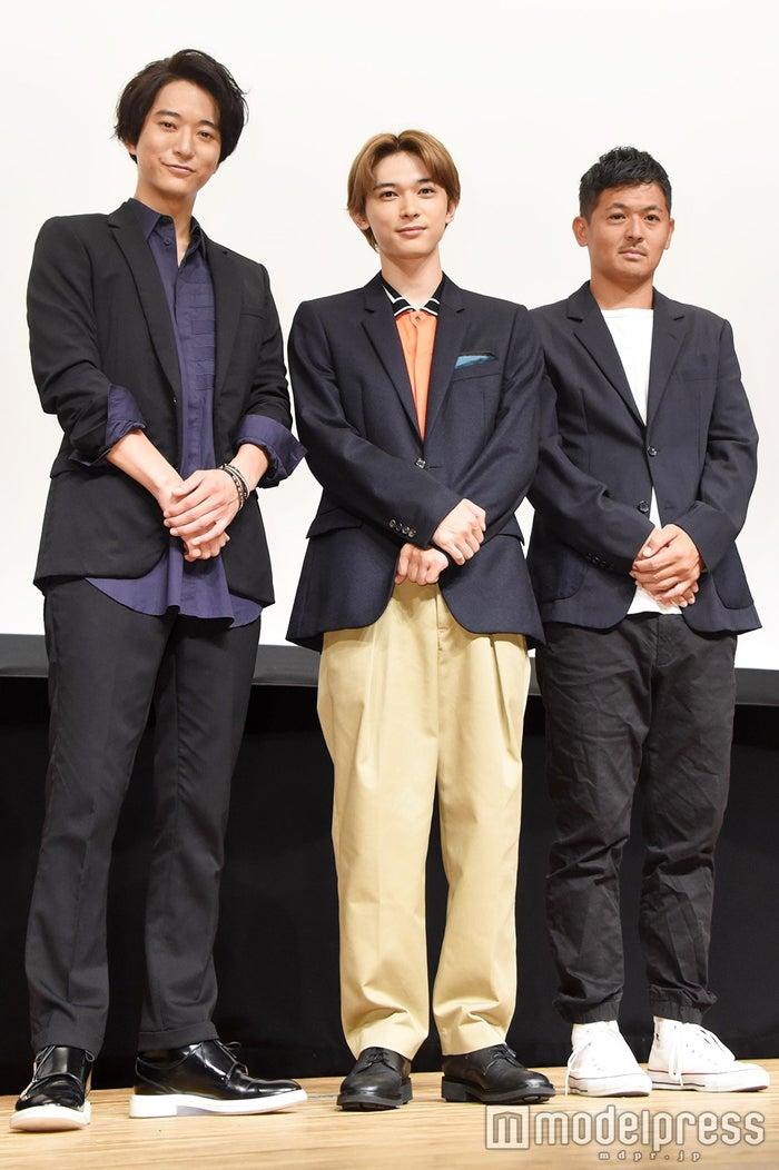 (左から)浅香航大、吉沢亮、中前勇児監督(C)モデルプレス