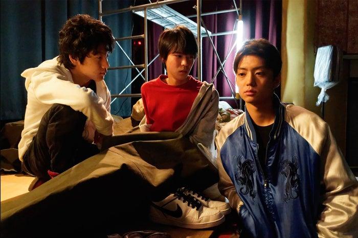 健太郎(右)、小原唯和(中央)、山下真人(左)/(画像提供:テレビ朝日)