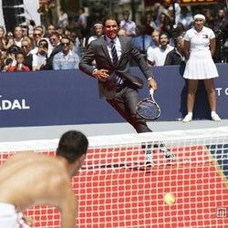 ラファエル・ナダル、SEXYテニスでトップモデルと対戦