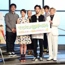 (後列)沖田修一監督、もたいまさこ、千葉雄大(前列)前田敦子、松田龍平、柄本明(C)モデルプレス