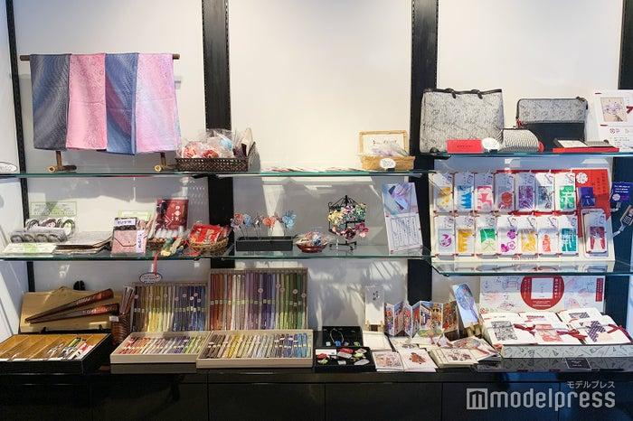 店内には職人さんがつくる工芸品がいっぱい(C)モデルプレス
