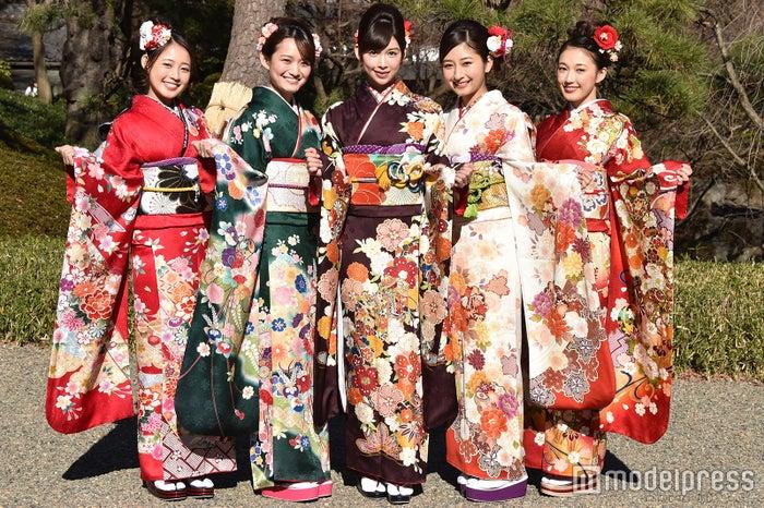 松井まりさん、高尾美有さん、結城モエさん、岡田彩花さん、松井りなさん (C)モデルプレス