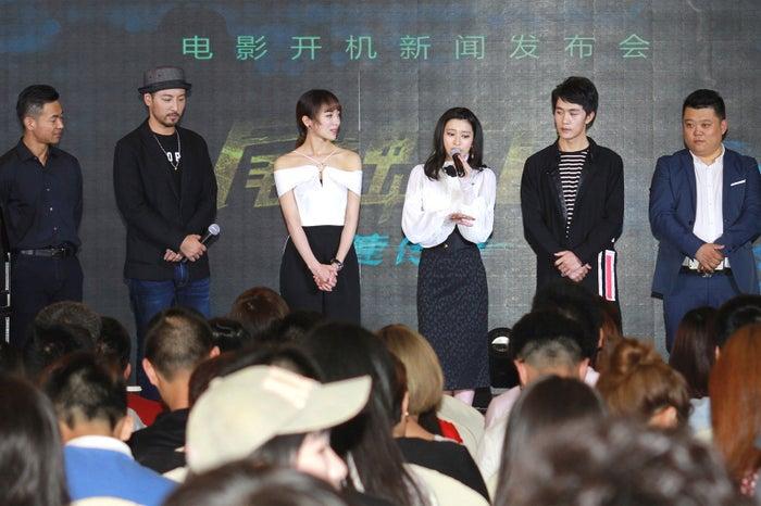 (左から)李松泽監督、葉山豪、童苡萱、後藤郁、于效辰、呂庆刚