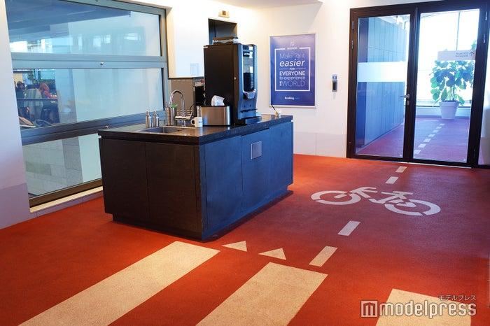 自転車利用者の多いアムステルダムの地域特性を取り入れた遊び心のあるデザイン(C)モデルプレス