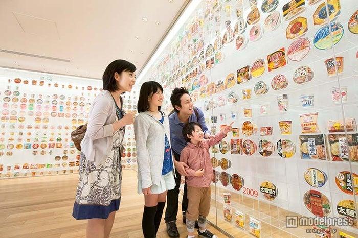 「カップヌードルミュージアム」/インスタントラーメンヒストリーキューブ/画像提供:日清食品ホールディングス