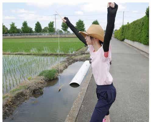 NGT48荻野由佳、ザリガニと戯れる姿に反響「最高すぎる」