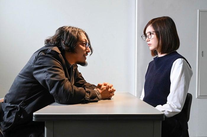 池内万作、本田翼(C)読売テレビ