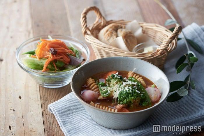 ごろごろ野菜のミールトマトスープ(サラダ付き)¥1.030/画像提供:カフェ・カンパニー