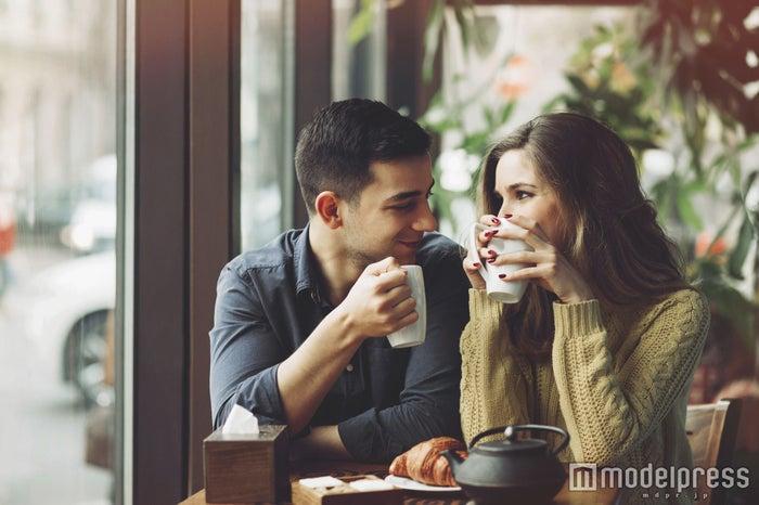 彼女がいても惚れそうになる女性の言動が判明 今週一番読まれたニュースとは?【コラム編TOP5】(photo by arthurhidden/Fotolia)