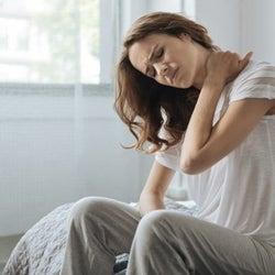 その肩こり、腕の疲れが原因かも?腕を伸ばして肩スッキリの簡単ストレッチ