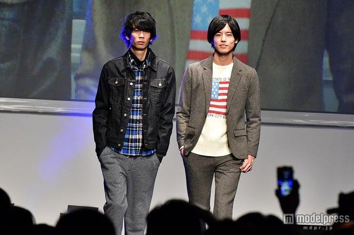 (左より)小松史弥、岩永徹也