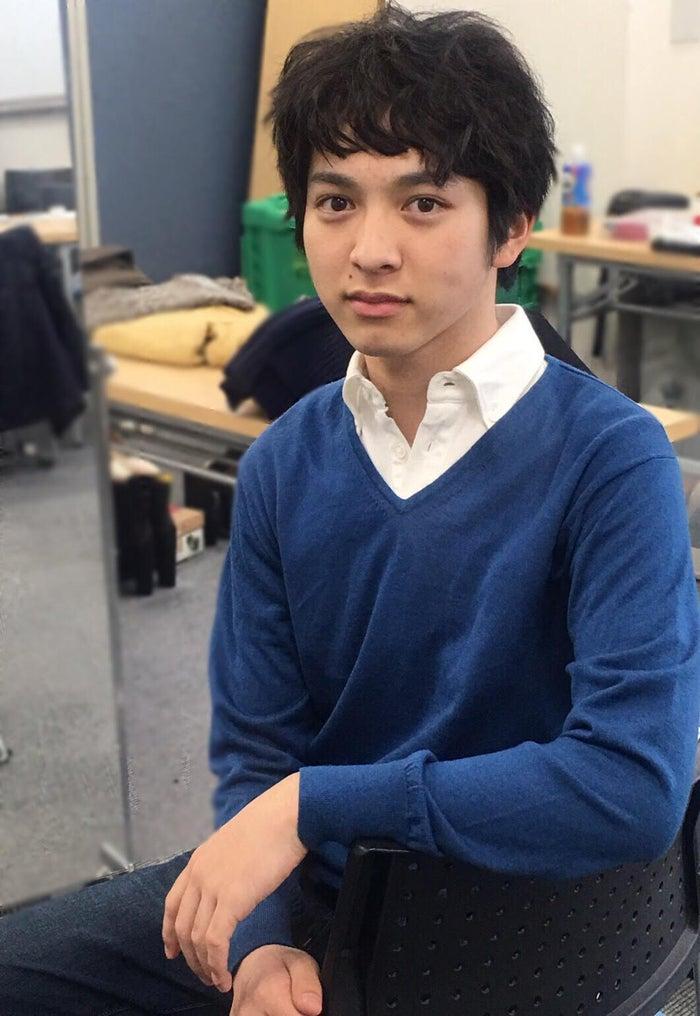 ドラマ『ハロー張りネズミ』で伊佐川良二(ムロツヨシ)の青年期役を演じる吉田仁人(画像提供:TBS)
